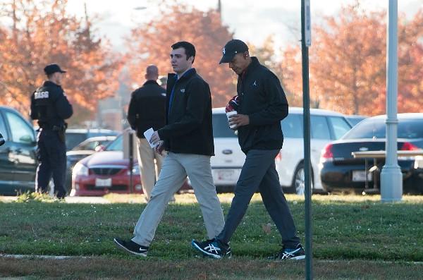 Barack Obama se dirige a un partido de basquet con amigos durante la jornada electoral. (AFP).