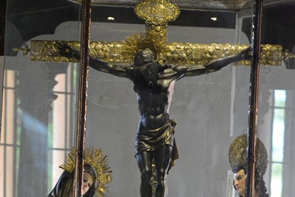 """<p>Romeristas veneran al Cristo Negro de Esquipulas luego de recorrer 213 km en moto. (Foto Prensa Libre: Edwin Paxtor)<br _mce_bogus=""""1""""></p>"""