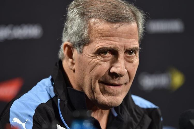 Oscar Tabarez solo pudo lograr una victoria en la Copa América Centenario al mando de Uruguay. (Foto Prensa Libre: AFP)