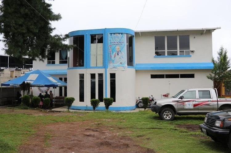 El Centro de Salud ocupa el edificio de la anterior clínica de la brigada de médicos cubanos, en la cabecera de San Marcos. (Foto Prensa Libre: Whitmer Barrera)