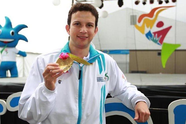 Cordón muestra la medalla de oro que ganó en los Juegos Panamericanos de Guadalajara 2011. (Foto: Hemeroteca PL)