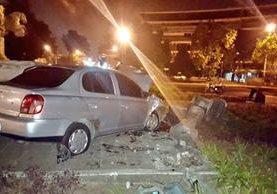 Accidente ocurrido esta madrugada en la Plazuela España. (Foto Prensa Libre: @jvelasquez340)