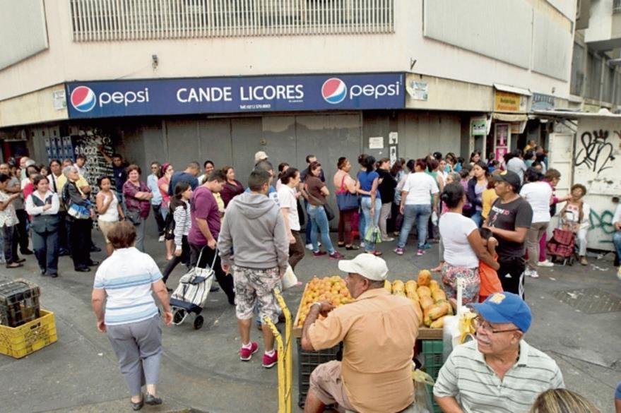 La escaez de productos básicos golpea a una Venezuela en crisis. (Foto Prensa Libre: Hemeroteca PL).