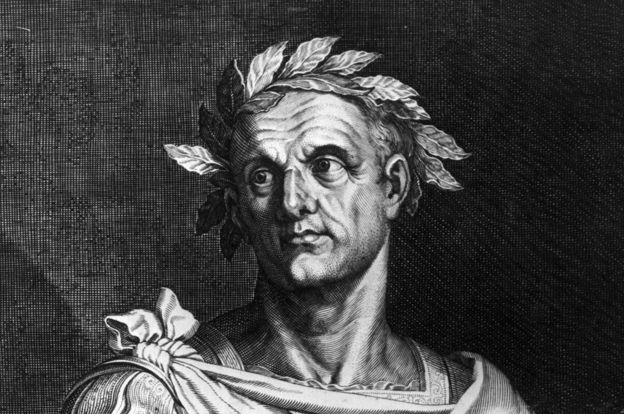 Julio César reemplazó el calendario romano con el juliano, que ya contemplaba 365 días divididos en 12 meses. GETTY IMAGES