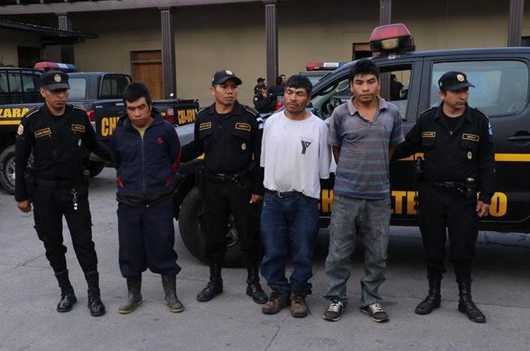 Luego de varios allanamientos se capturó a tres hombres, sindicados de asesinato. (Foto Prensa Libre: Víctor Chamalé)
