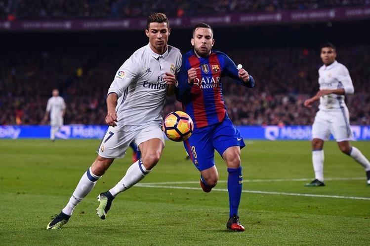 La Liga española aspira a una audiencia global en televisión de 3 mil millones de personas de aquí a 2018. Los clásicos Real Madrid-Barcelona son de los más esperados. (Foto Prensa Libre: AFP)