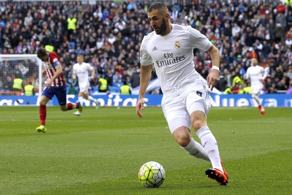 Benzema no ha tenido una buena temporada con el Real Madrid. (Foto Prensa Libre: EFE)