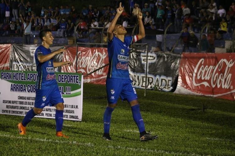 Gerson Tinoco -derecha- celebra el gol conseguido ante Malacateco (Foto Prensa Libre: Eduardo Sam)