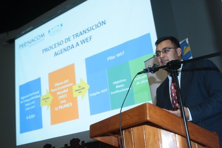 José Suriano, director ejecutivo de Pronacom durante la presentación ante el Consejo Asesor. (Foto Prensa Libre: Alvaro Interiano)
