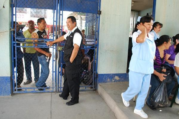 Sindicalistas cierran consulta externa del hospital de huehue for Consulta demanda de empleo