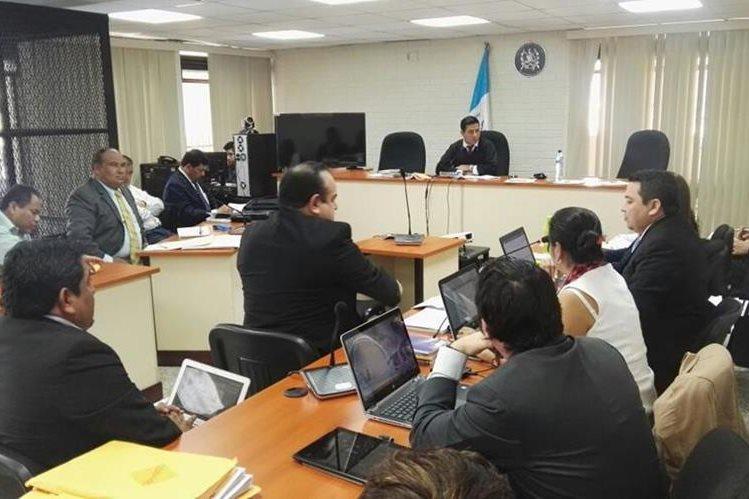 Piden al juez Carlos Guerra que deje de conocer el caso Hogar Seguro por la enemistad que surgió entre él y el fiscal. (Prensa Libre: Carlos Hernández Ovalle)