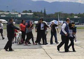 Estados Unidos deporta periódicamente a menores de edad que viajan indocumentados desde Guatemala. (Foto Prensa Libre: Hemeroteca PL)