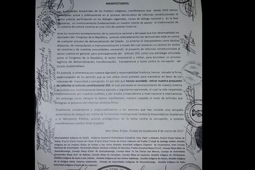 Este es el documento presentado por las autoridades ancestrales sobre el artículo 203 de la Constitución. (Foto Prensa Libre: Cortesía)