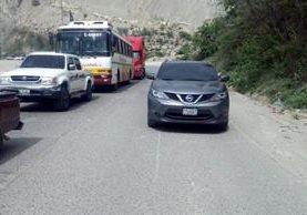 Provial detuvo la marcha de un vehículo en ruta al Atlántico, por ir en contra de la vía. (Foto Prensa Libre: Provial)