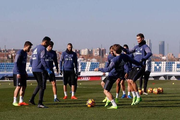 El Real Madrid comenzó a preparar este lunes el juego del miércoles contra el Valencia, un partido pendiente de la jornada 16 de la Liga Española. (Foto Prensa Libre: Real Madrid)