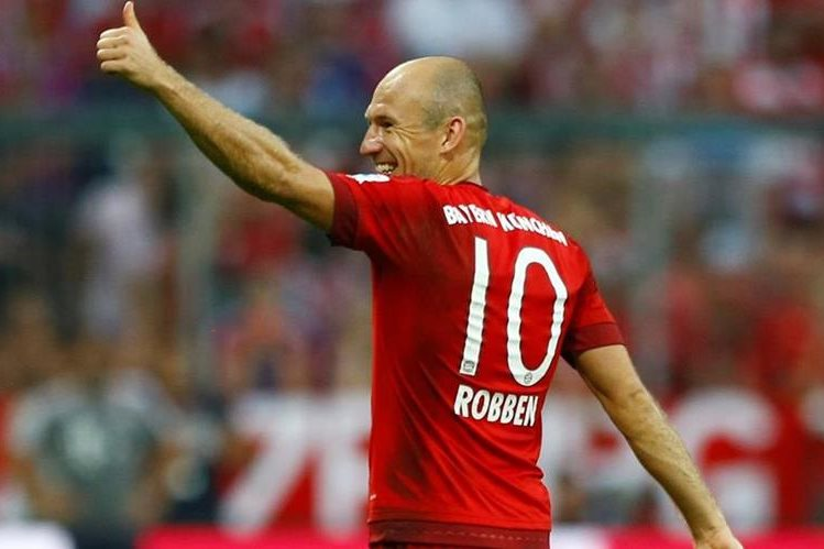 A Robben no le agradó mucho el gesto técnico del brasileño. (Foto Prensa Libre: EFE)