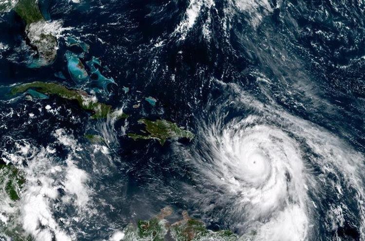 Imagen del satélite ubica el huracán María al sureste de Puerto Rico.(AP).