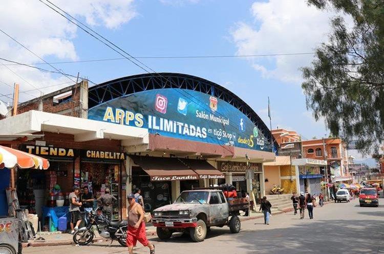 Salón Municipal donde serían instalados los comerciantes mientras se resuelve el problema en el mercado de Santa Cruz del Quiché. (Foto Prensa Libre: Héctor Cordero).