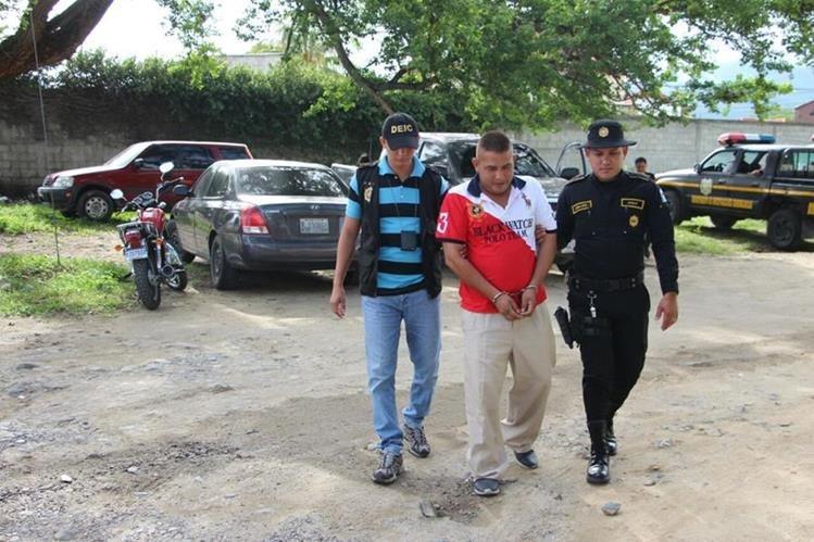 Rony Franco es sindicado de lavado de dinero y otros activos, supuestamente vendía vehículos como negocio de fachada. (Foto Prensa Libre: PNC)