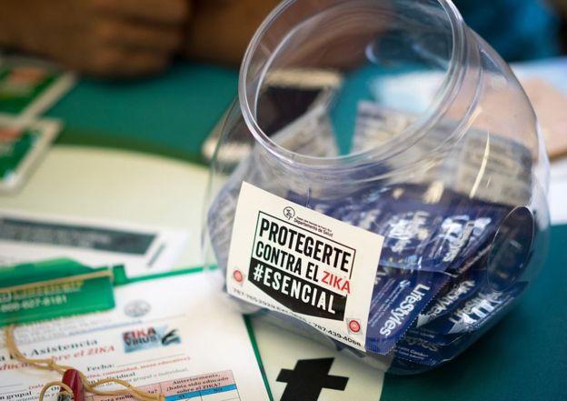 """La Iglesia católica se opone al uso del preservativo aunque el papa Francisco, ante el riesgo que supone en zika para las embarazadas, aludió a la posibilidad de usarlo como un """"mal menor"""". GETTY IMAGES"""
