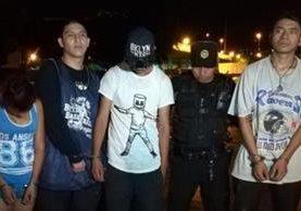 Agentes frustran un posible ataque contra la institución con la captura de dos adultos y dos menores. (Foto: PNC)