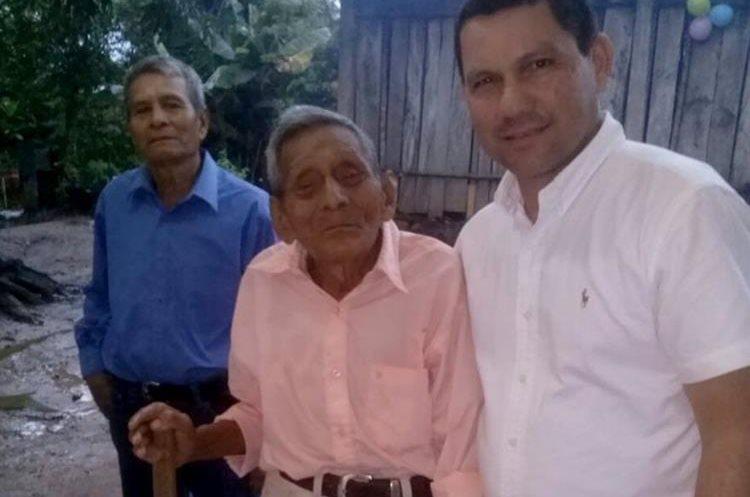 Ambrocio Méndez es muy conocido y querido por sus vecinos en la comunidad Guacamayo, Los Amates. (Foto Prensa Libre: Dony Stewart)