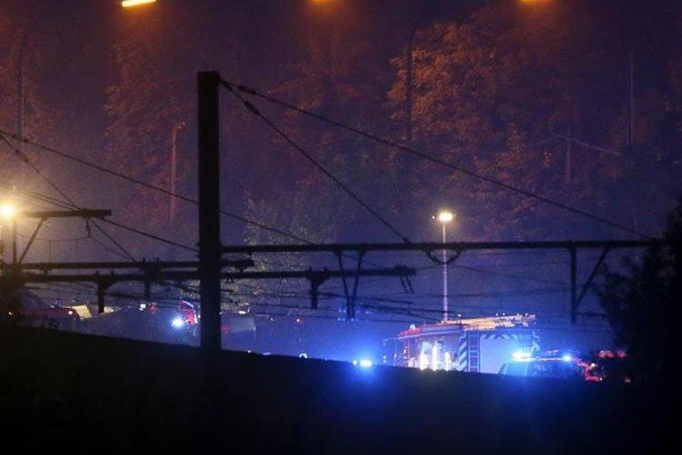 Socorristas acuden al lugar del accidente en Hermalle-sous-Huy, bélgica. (Foto: EFE)