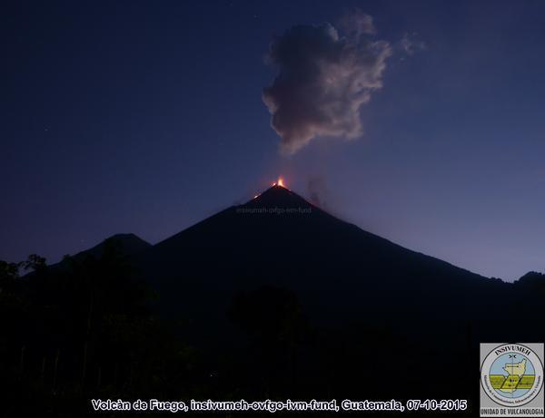 Volc n de fuego sigue en erupci n for Esta abierto hoy la maquinista