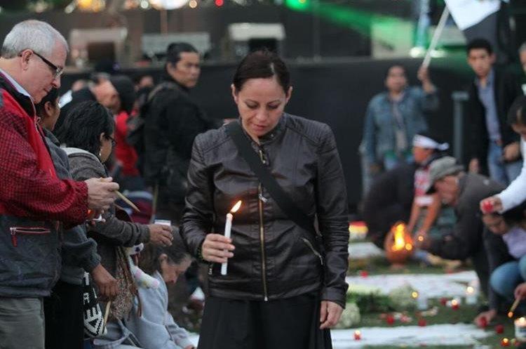 El fervor de algunos guatemaltecos demuestra la indignación por lo ocurrido en el Hogar Seguro.