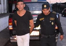 Un hombre capturado en Palín, Escuintla, es sindicado de asaltar un autobús extraurbano. (Foto Prensa Libre: PNC)
