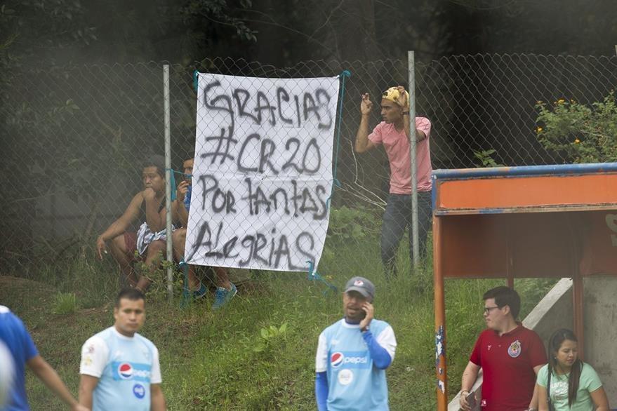 Esta fue la manta que alegró la tarde Carlos Ruiz en el entreno de Selección Nacional. (Foto Prensa Libre: Norvin Mendoza)