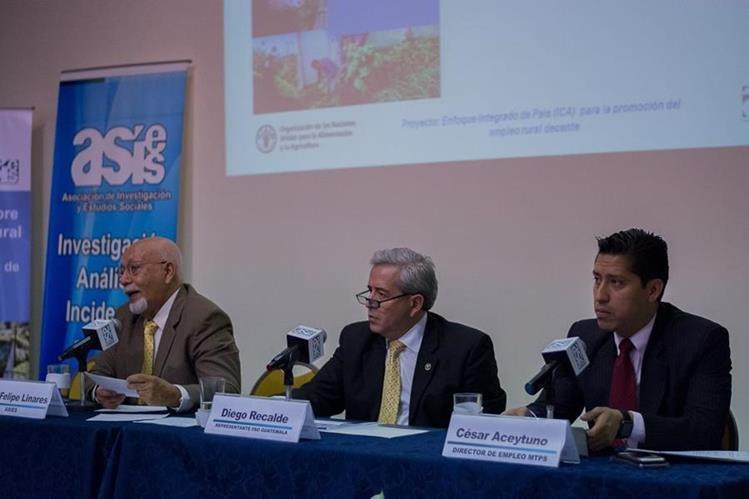 Asies y Fao presentaron estudio de empleo junto con autoridades del Mintrab. (Foto Prensa Libre: Cortesía)