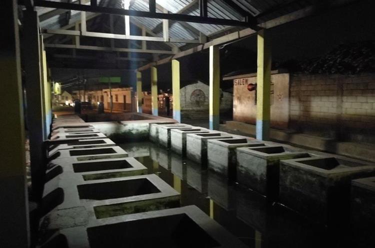 La Pila Colorada de El Tejar, Chimaltenango, tiene 23 lavaderos. (Foto Prensa Libre: César Pérez)