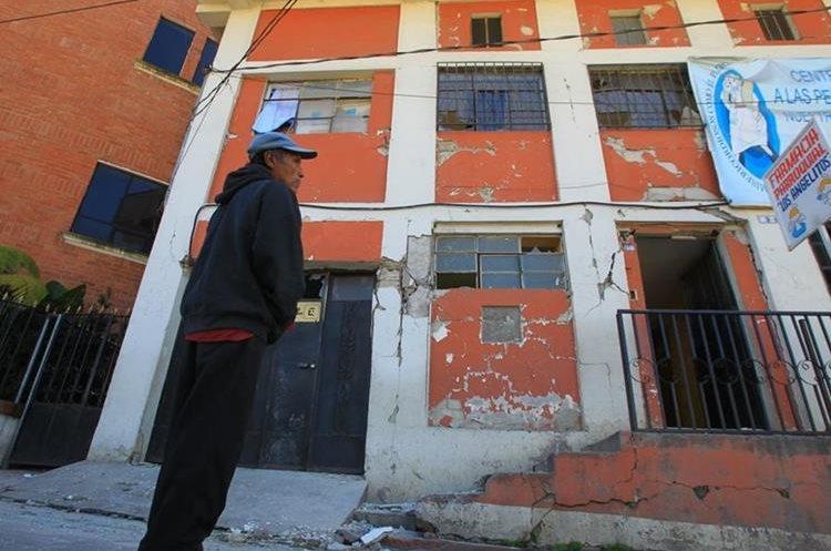 Varios edificios sufrieron daños en San Marcos. (Foto Prensa Libre: Álvaro Interiano)