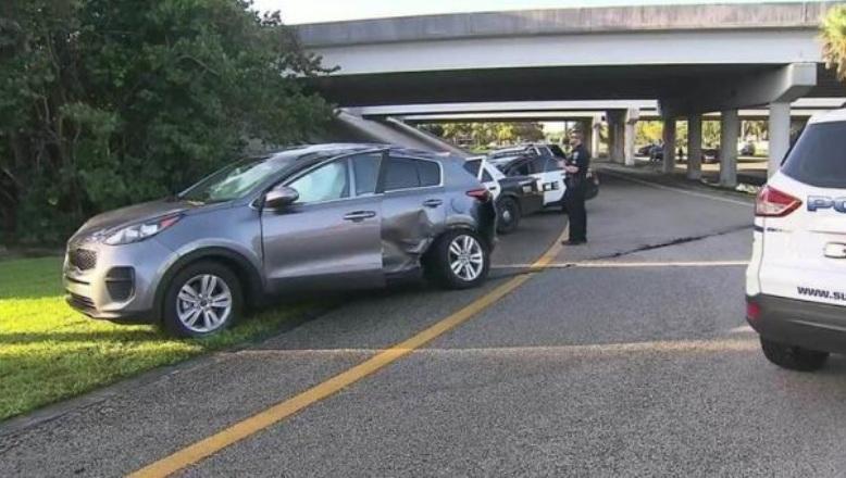 El vehículo empotrado donde viajaba la menor. (Foto: ABC).