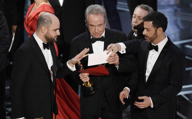 En la pasada edición de los premios Óscar, los presentadores anunciaron a un ganador equivocado, todo se debió a un descuido de los auditores de PWC. (Foto Prensa Libre: Hemeroteca PL)