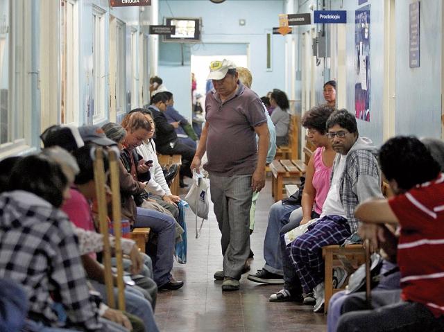 Médicos no reanudarán atención en las consultas externas del Hospital Roosevelt, hasta que se coloquen los detectores de metal en las puertas. (Foto Prensa Libre: Hemeroteca PL)