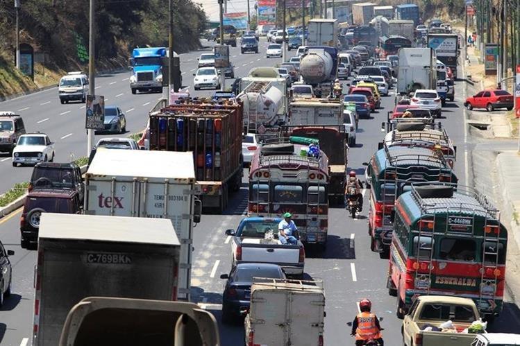 El último día para el pago del Impuesto Sobre Circulación de Vehículos es el próximo 31 de julio. (Foto Prensa Libre: Hemeroteca)