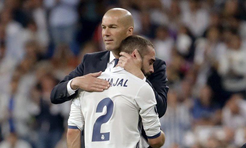 Zidane consuela a Carvajal al momento de salir del campo por lesión.