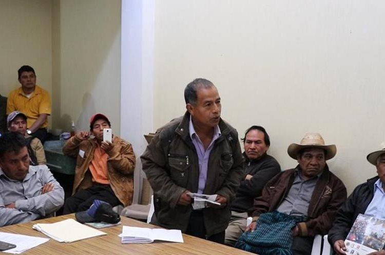 Juan Cortéz, líder de Codeca en Patzité, acusa a Energuate de terrorista por haber desconectado el servicio eléctrico en el municipio. (Foto Prensa Libre: Héctor Cordero)