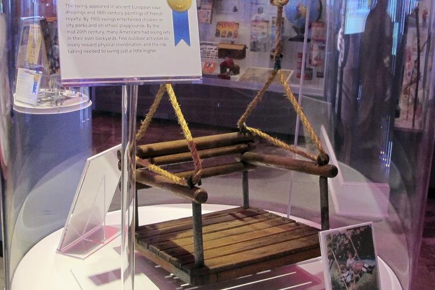 ¿Quién no se ha divertido en un columpio? El tradicional juguete ingresó al Salón de la Fama. (Foto Prensa Libre: AP)