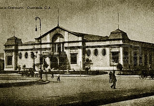 El Palacio del Bicentenario o Palacio de Cartón como fue bautizado por el pueblo, terminó consumido por las llamas.  (Foto: Hemeroteca PL)