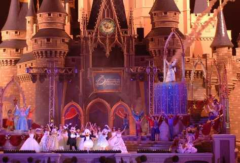 El parque Disneylandia de Paris, Francia, tuvo un ligero incremento en sus ingresos.