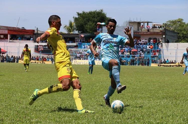 Los jugadores de Sanarate no pudieron contra los leones y dividieron puntos. (Foto Prensa Libre: Hugo Oliva)