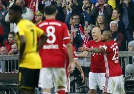 Arjen Robben fue uno de los protagonistas del clásico alemán. (Foto Prensa Libre: EFE)
