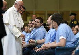 El papa Francisco se reunió con obispo de EE. UU. y luego con presos de una cárcel de Filadelfia.