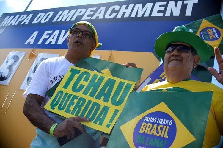 "Activists hold a sign reading ""Bye Darling"" duringa demo in support of the impeachment of Brazilian President Dilma Rousseff in front of the National Congress in Brasilia, on April 17, 2016.  Rousseff risks being driven from office if the lower house votes in favor of an impeachment trial Sunday. / AFP PHOTO / ANDRESSA ANHOLETE"