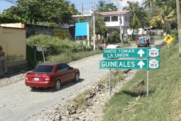 Carretera RD-8 se encuentra en el abandono  desde hace varios años, por lo que vecinos hacen llamado a autoridades.