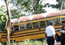 Bus accidentado que causó la muerte de una persona en Tiquisate, Escuintla. (Foto Prensa Libre: Cristian Soto).