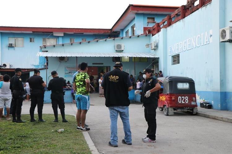 Parqueo del hospital donde murió la víctima, en San Benito. (Foto Prensa Libre: Rigoberto Escobar).